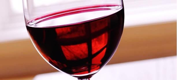 A Może Lampka Czerwonego Wina